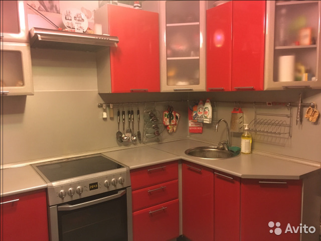 Продается четырехкомнатная квартира за 3 500 000 рублей. Тюменская обл, г Тобольск, мкр 7а, д 37Г.