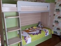 Кровать двухьярусная и шкаф с письменным столом